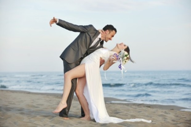 romantic-beach-wedding-dance-at-sunset